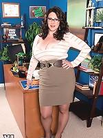 Jasmine Jones - The Cream-pied Lady Executive
