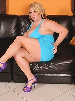 Molly Howard a fucking fine ass BBW chick! Telling us personal details about her first fuck and showing off that super curvy body. Just love to image those thick sexy legs wrapped around my neck, just ready to eat that pretty pierced pussy.