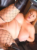 Watch the sexy BBW Samantha38g take good ol black dick!
