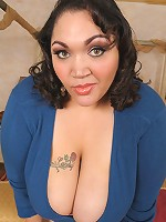 The new sexy BBW is here to show you she can hang with the rest of the Plumperpass crew!