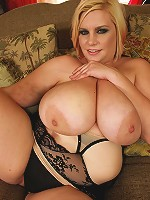 This hot blonde bbw babe has got and even bigger fat ass and her natural tits are bigger too! Then she gets some hard dick in her face and she starts to suck on it. The the bareback hardcore sex started and boy was it great! Chubby body getting pleasured for your jerking pleasure!