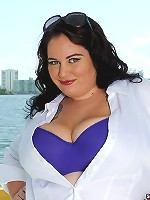 Plump,sexy and horny is the only way to describe the sexy Glory Foxxx!Watch her seduce herself a stud with her righteous sexy BBW curves!
