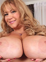 These updates never get tiring! The sexy Samantha38g cant get enough of the way she gets u horny! She rubs her sexy BBW body and plays with her huge tits and ass!