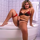 Pretty fat woman ready for getting bath
