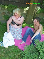 Blonde bob gives head to a lucky stud alfresco