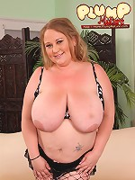 Fat babe in black fishnet stretches her smoothie