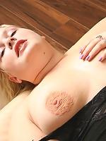 Blonde hoochie in fishnet stockings strokes pussy