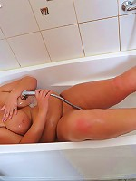 Dreamboat dark-haired fatty takes shower on cam