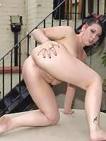 Teenage fatty spreads her smooth snatch outdoors