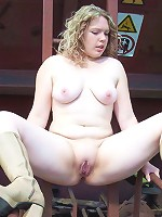 Young plump girlie spreads her spare buns alfresco