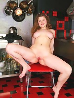 Fat young chick spreads her yummy buns invitingly