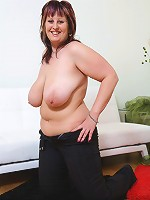 Young fat babe shows her great boobs