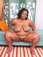 Huge ebony babe playing with her wet shaven twat
