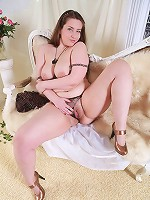 Full young beauty shows her juicy unshaven twat