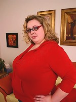 Sexy bbw Holly spreading her fat muff to take cock ramming in her pink cushioned pussy