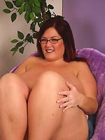 Sexy bbw Peaches playing with her massive knockers and takes cock cramming in her mouth and cunt