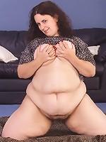 Plumper Fat Slut Teasing and Fingering Fat Pussy