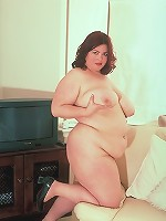 Live solo clip of a pretty model showing off her thick belly and plump tits live