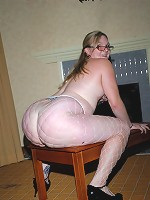 Chubby big butt girl goes for anal sex!