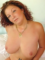 Chubby MILF with awesome rack shows that experience counts!