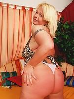 voluptuous chubby mature slut gets freaky-deeky