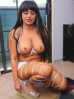 Hot chunky MILF jams cock in her plump hole!
