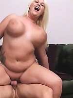 Hung dude got the wrong door and ended up banging a super sweet fat blonde