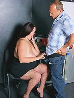 Horny BBW door girl did not want to let a guy in unless he screwed her wet pussy