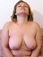 Chubby Jessica Divine toys her pussy