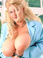 Foxy buttocks MILF showing her monster jugs in homestyle kitchen.