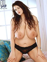 Big boob chick-a-biddy Aria Giovanni finger bonking her damp slit.