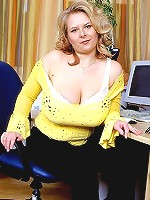 Cindy is a blonde buxom MILF that craves at least 2 big Quiver bones at one time.