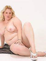 Buxom BBW Blonde!