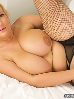 Sydney and her double JJ tits are back for more plumper loving action! This British BBW just loves performing for the camera