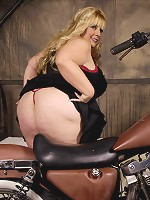 When it comes to big ladies Cassie Blanca is in our top five. Any BBW lover will be on cloud nine watching this heavy hitter do her thing, not only does she have a great look but her attitude makes you want her more.